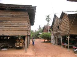 村の高床式住居