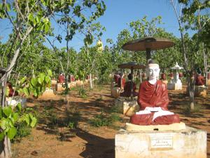 ミャンマー、ボディタタウンの仏像