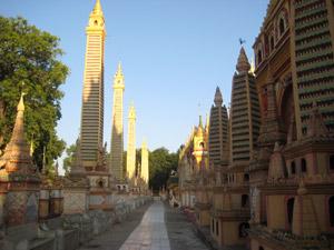 ミャンマーのタウンボッデー寺院